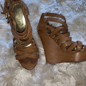 Tan Kendall & kyley Madden girl  wedge - size 7.5